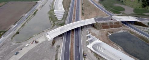 Nabij het op/afrittencomplex van de A11 werd eindelijk een zone gevonden die 146 vrachtwagens en 18 personenwagens zal kunnen ontvangen